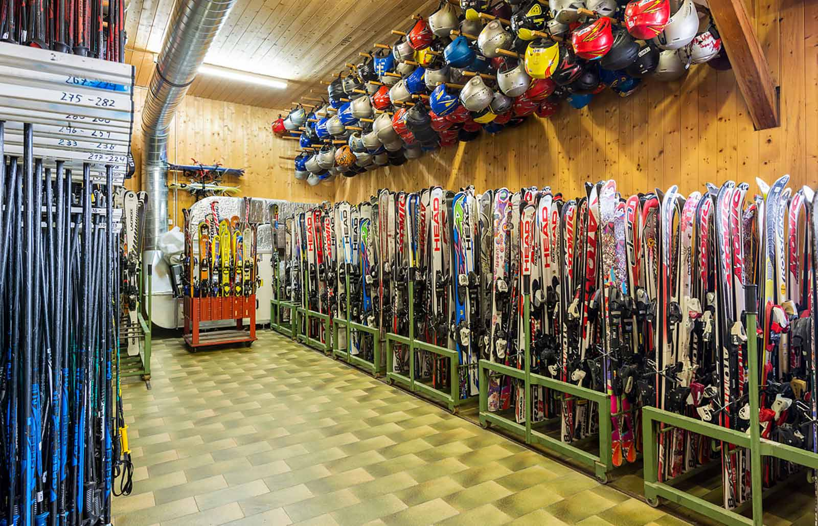 Our ski rental has everything you need for a day on the piste
